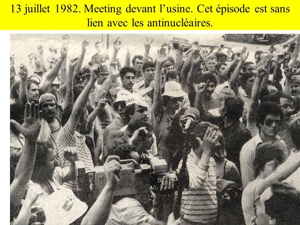13 juillet 1982. Meeting devant l'usine