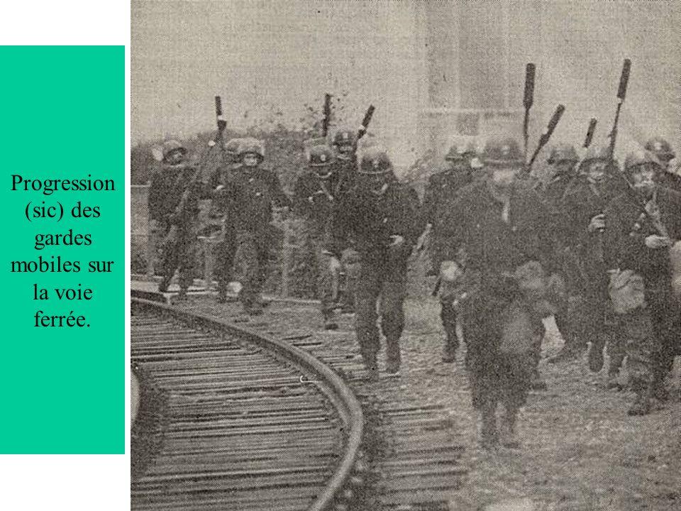 Progression (sic) des gardes mobiles sur la voie ferrée.