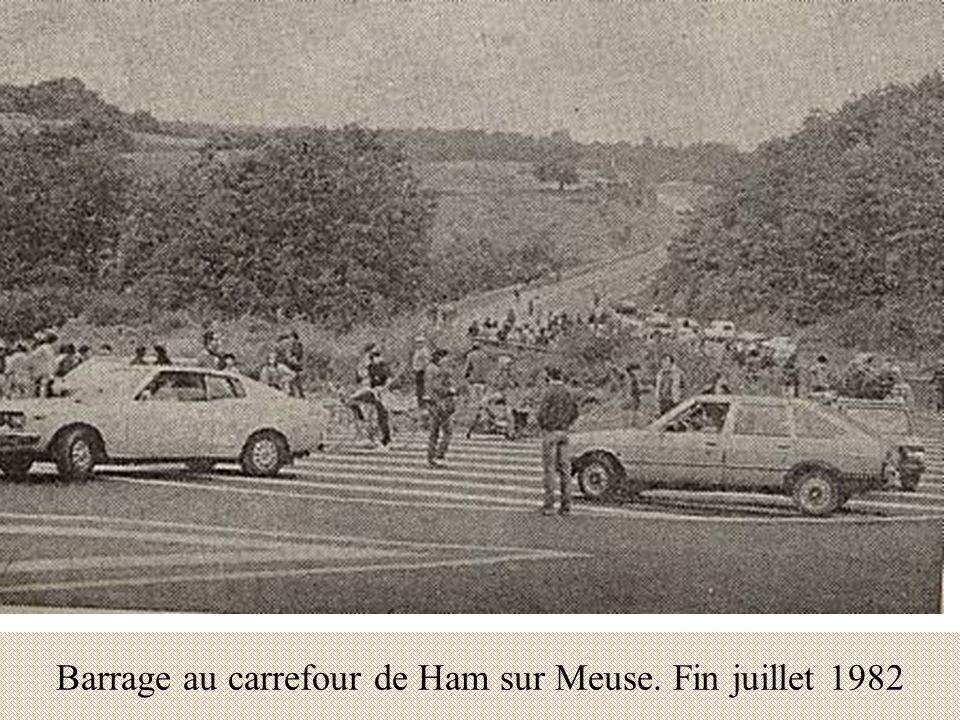 Barrage au carrefour de Ham sur Meuse. Fin juillet 1982