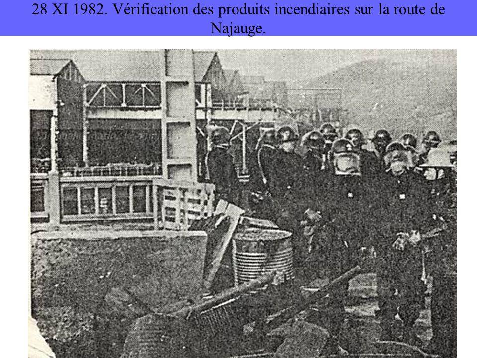 28 XI 1982. Vérification des produits incendiaires sur la route de Najauge.