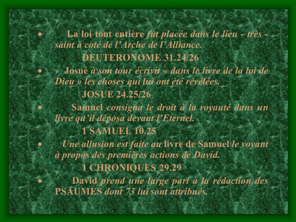 · La loi tout entière fut placée dans le lieu - très - saint à coté de l'Arche de l'Alliance.