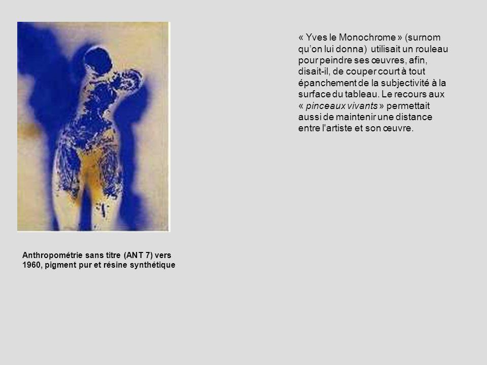 « Yves le Monochrome » (surnom qu'on lui donna) utilisait un rouleau pour peindre ses œuvres, afin, disait-il, de couper court à tout épanchement de la subjectivité à la surface du tableau. Le recours aux « pinceaux vivants » permettait aussi de maintenir une distance entre l artiste et son œuvre.