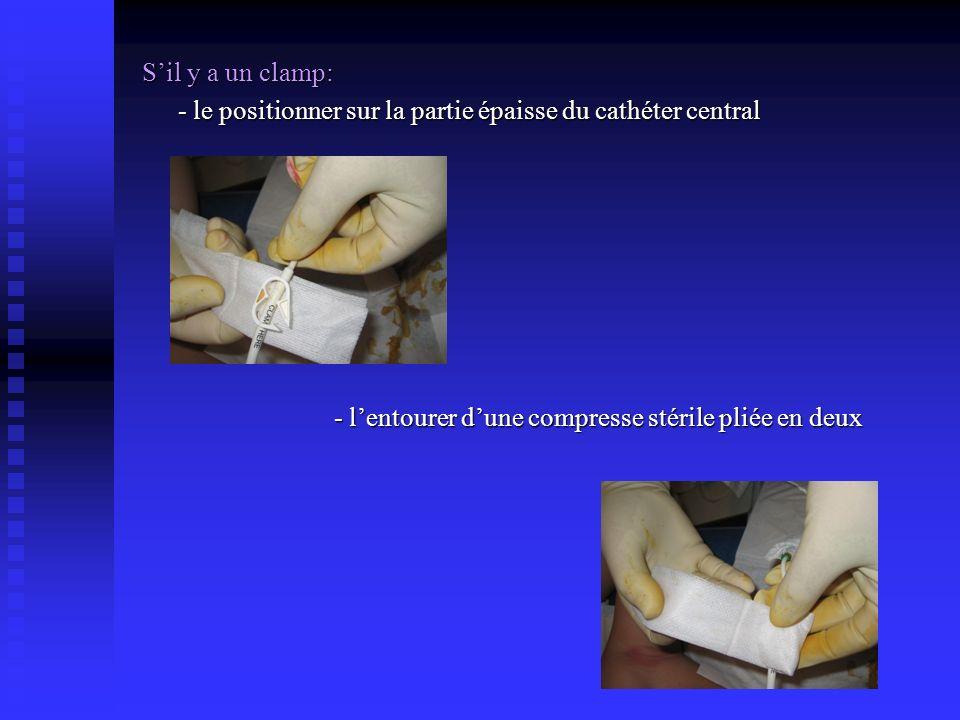 S'il y a un clamp: - le positionner sur la partie épaisse du cathéter central.