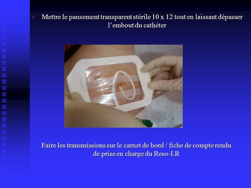 √ Mettre le pansement transparent stérile 10 x 12 tout en laissant dépasser l'embout du cathéter