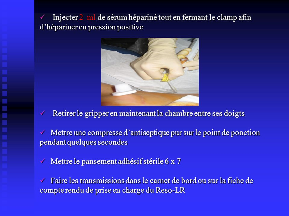 Injecter 2 ml de sérum hépariné tout en fermant le clamp afin