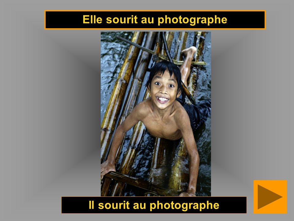 Elle sourit au photographe Il sourit au photographe