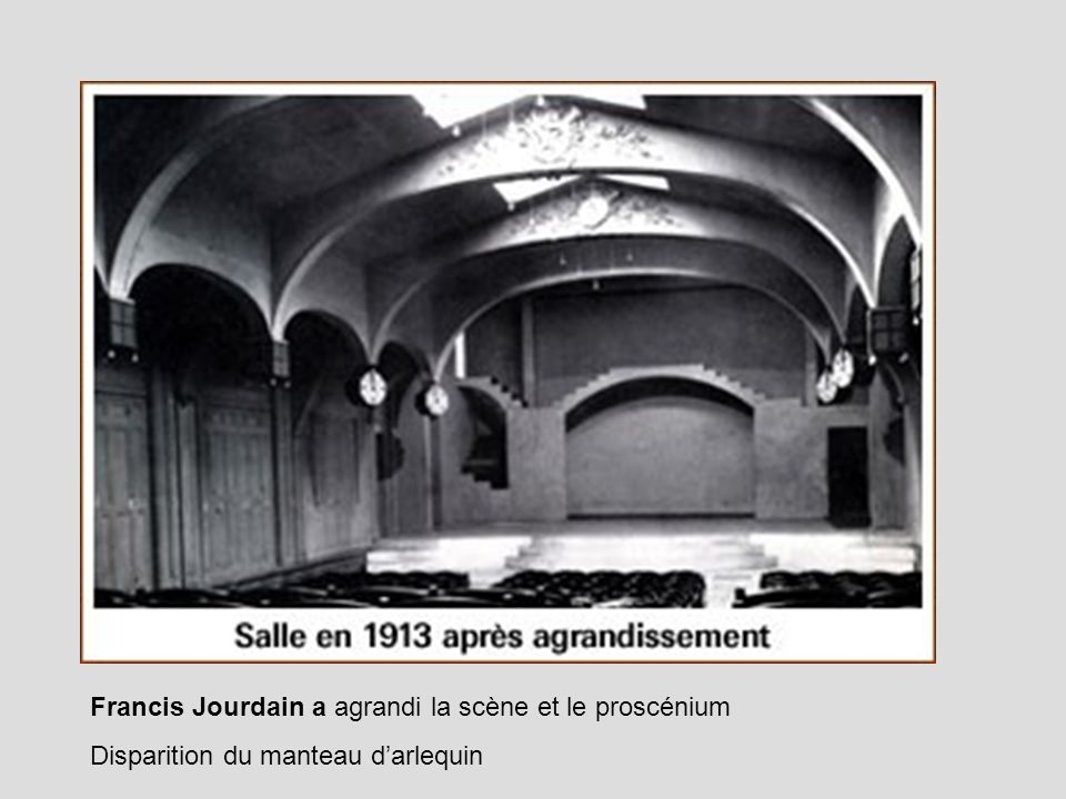 Francis Jourdain a agrandi la scène et le proscénium