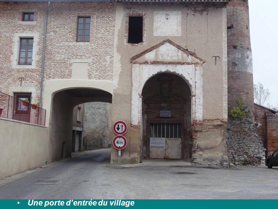 Une porte d'entrée du village