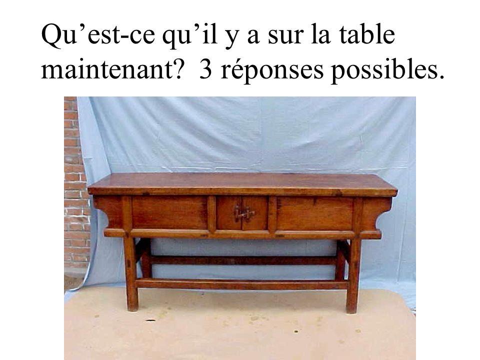 Qu'est-ce qu'il y a sur la table maintenant 3 réponses possibles.