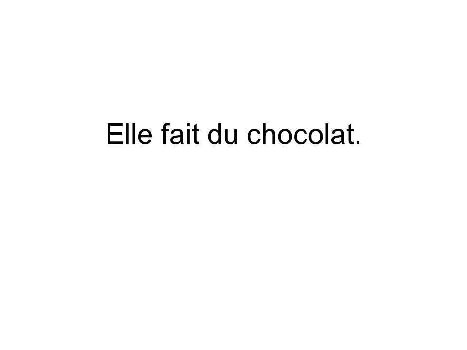 Elle fait du chocolat.