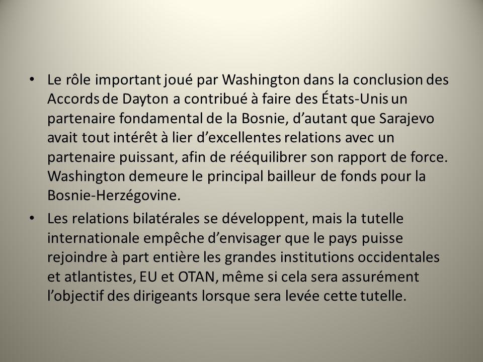 Le rôle important joué par Washington dans la conclusion des Accords de Dayton a contribué à faire des États-Unis un partenaire fondamental de la Bosnie, d'autant que Sarajevo avait tout intérêt à lier d'excellentes relations avec un partenaire puissant, afin de rééquilibrer son rapport de force. Washington demeure le principal bailleur de fonds pour la Bosnie-Herzégovine.