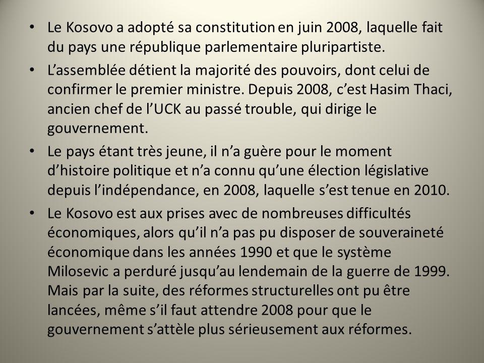 d Le Kosovo a adopté sa constitution en juin 2008, laquelle fait du pays une république parlementaire pluripartiste.