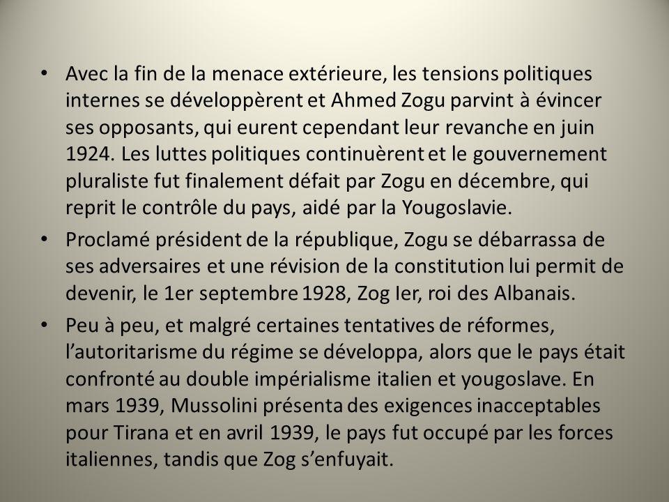 Avec la fin de la menace extérieure, les tensions politiques internes se développèrent et Ahmed Zogu parvint à évincer ses opposants, qui eurent cependant leur revanche en juin 1924. Les luttes politiques continuèrent et le gouvernement pluraliste fut finalement défait par Zogu en décembre, qui reprit le contrôle du pays, aidé par la Yougoslavie.