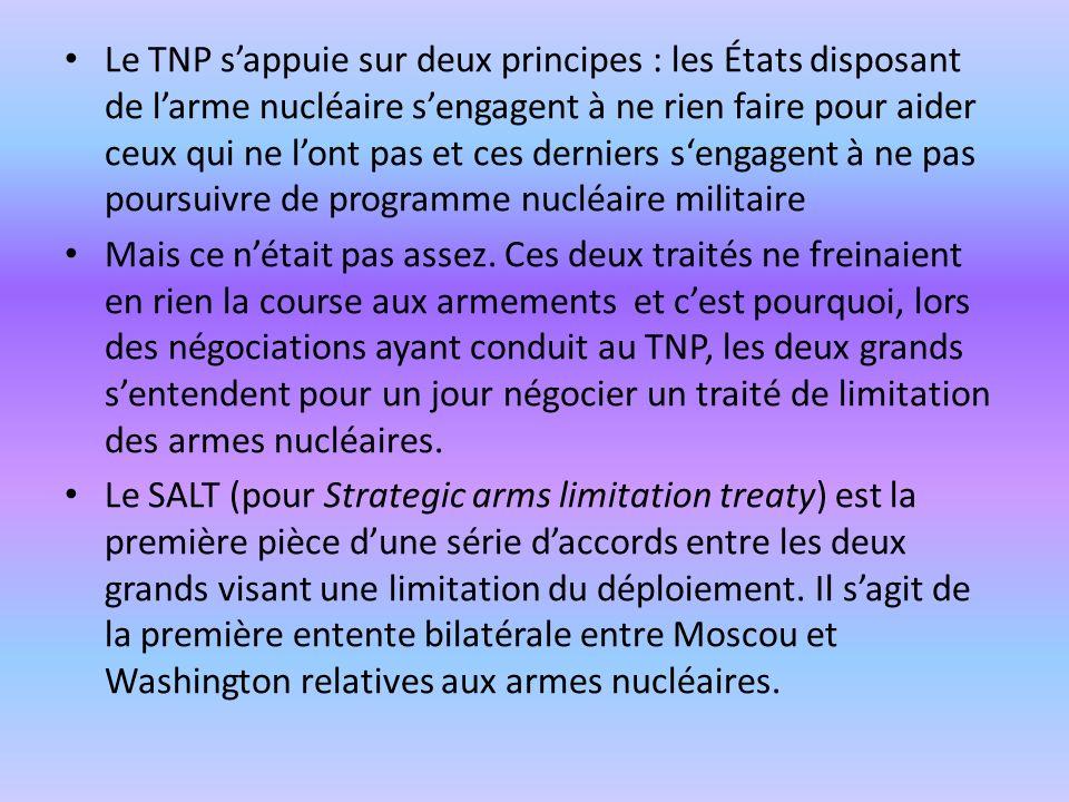 Le TNP s'appuie sur deux principes : les États disposant de l'arme nucléaire s'engagent à ne rien faire pour aider ceux qui ne l'ont pas et ces derniers s'engagent à ne pas poursuivre de programme nucléaire militaire