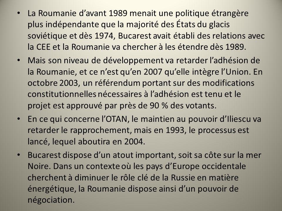 La Roumanie d'avant 1989 menait une politique étrangère plus indépendante que la majorité des États du glacis soviétique et dès 1974, Bucarest avait établi des relations avec la CEE et la Roumanie va chercher à les étendre dès 1989.