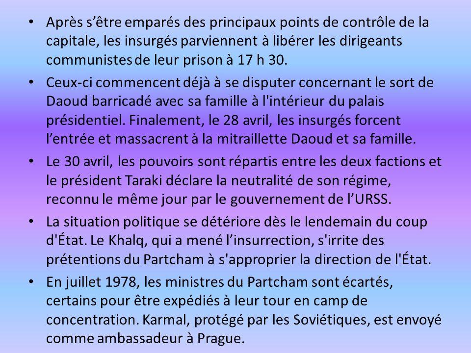 Après s'être emparés des principaux points de contrôle de la capitale, les insurgés parviennent à libérer les dirigeants communistes de leur prison à 17 h 30.