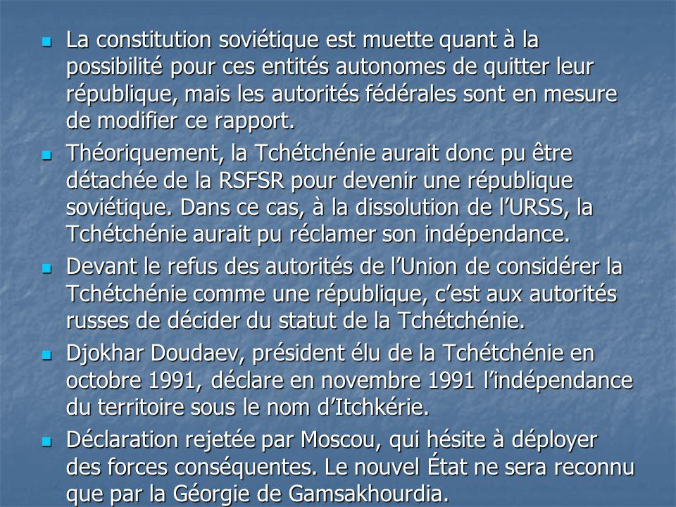 La constitution soviétique est muette quant à la possibilité pour ces entités autonomes de quitter leur république, mais les autorités fédérales sont en mesure de modifier ce rapport.