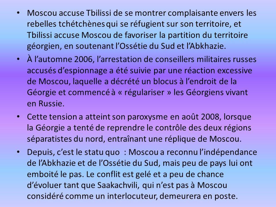 Moscou accuse Tbilissi de se montrer complaisante envers les rebelles tchétchènes qui se réfugient sur son territoire, et Tbilissi accuse Moscou de favoriser la partition du territoire géorgien, en soutenant l'Ossétie du Sud et l'Abkhazie.