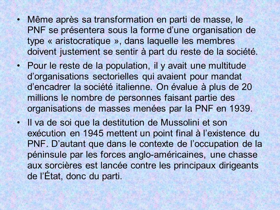 Même après sa transformation en parti de masse, le PNF se présentera sous la forme d'une organisation de type « aristocratique », dans laquelle les membres doivent justement se sentir à part du reste de la société.