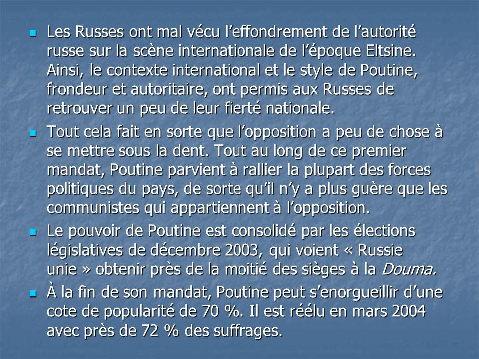 Les Russes ont mal vécu l'effondrement de l'autorité russe sur la scène internationale de l'époque Eltsine. Ainsi, le contexte international et le style de Poutine, frondeur et autoritaire, ont permis aux Russes de retrouver un peu de leur fierté nationale.