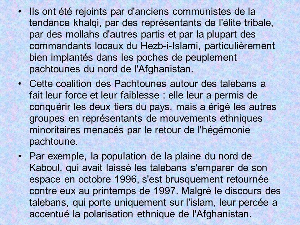 Ils ont été rejoints par d anciens communistes de la tendance khalqi, par des représentants de l élite tribale, par des mollahs d autres partis et par la plupart des commandants locaux du Hezb-i-Islami, particulièrement bien implantés dans les poches de peuplement pachtounes du nord de l Afghanistan.