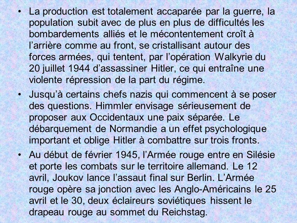 La production est totalement accaparée par la guerre, la population subit avec de plus en plus de difficultés les bombardements alliés et le mécontentement croît à l'arrière comme au front, se cristallisant autour des forces armées, qui tentent, par l'opération Walkyrie du 20 juillet 1944 d'assassiner Hitler, ce qui entraîne une violente répression de la part du régime.