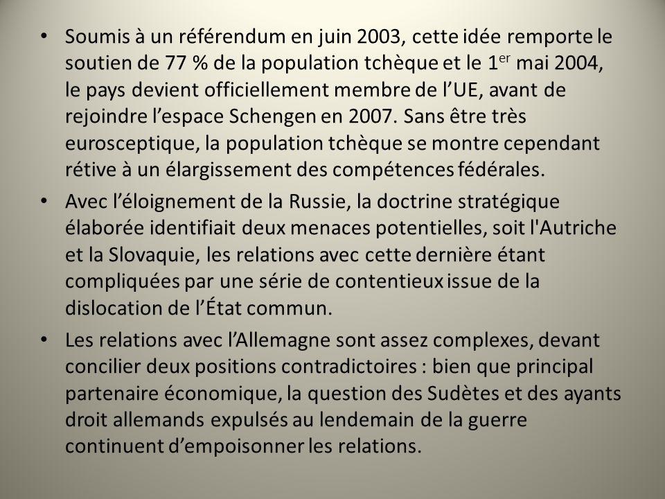 Soumis à un référendum en juin 2003, cette idée remporte le soutien de 77 % de la population tchèque et le 1er mai 2004, le pays devient officiellement membre de l'UE, avant de rejoindre l'espace Schengen en 2007. Sans être très eurosceptique, la population tchèque se montre cependant rétive à un élargissement des compétences fédérales.
