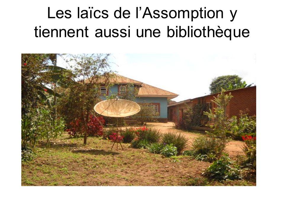 Les laïcs de l'Assomption y tiennent aussi une bibliothèque