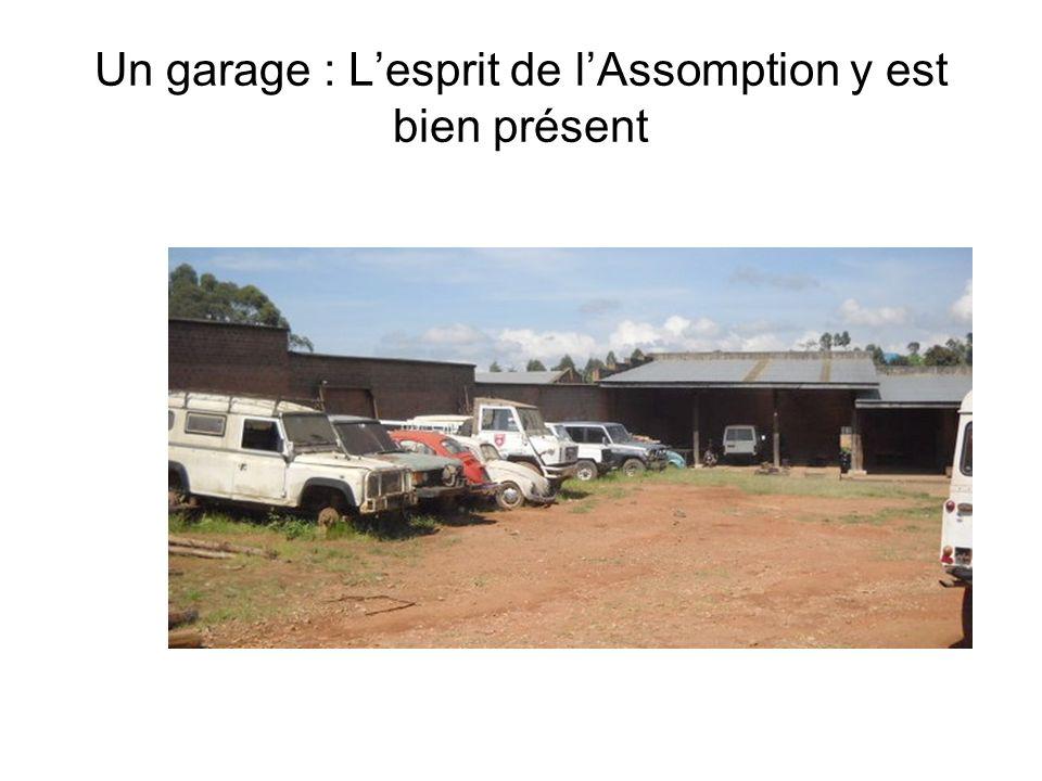 Un garage : L'esprit de l'Assomption y est bien présent