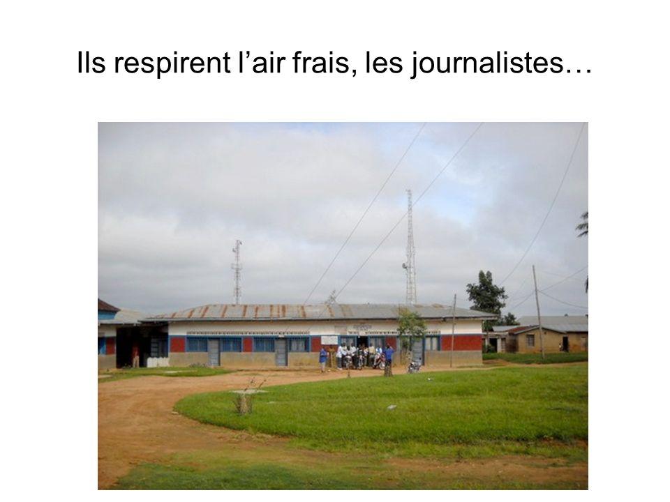 Ils respirent l'air frais, les journalistes…