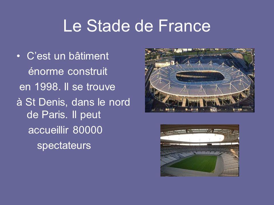 Le Stade de France C'est un bâtiment énorme construit