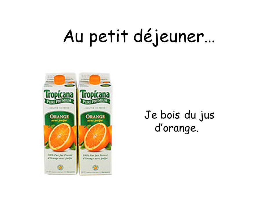 Au petit déjeuner… Je bois du jus d'orange.