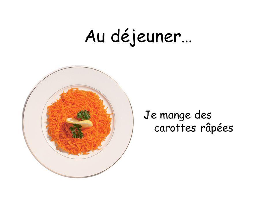Au déjeuner… Je mange des carottes râpées