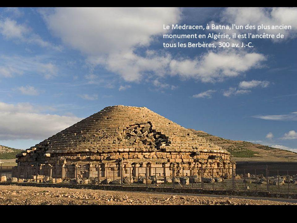 Le Medracen, à Batna, l un des plus ancien monument en Algérie, il est l ancêtre de tous les Berbères, 300 av.