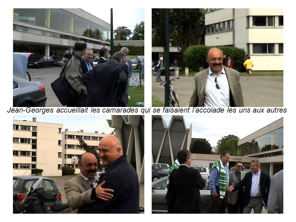 Jean-Georges accueillait les camarades qui se faisaient l'accolade les uns aux autres