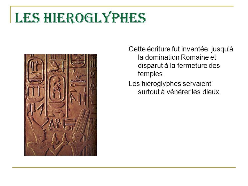 LES HIEROGLYPHES Cette écriture fut inventée jusqu'à la domination Romaine et disparut à la fermeture des temples.