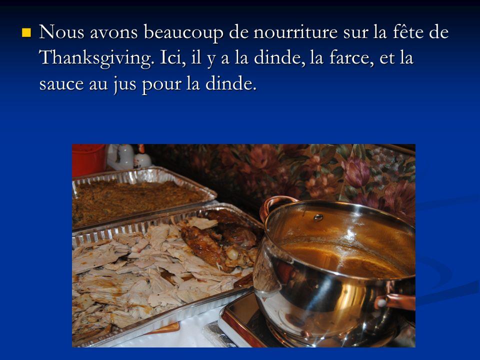 Nous avons beaucoup de nourriture sur la fête de Thanksgiving