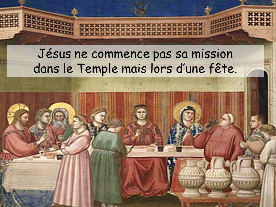 Jésus ne commence pas sa mission dans le Temple mais lors d'une fête.