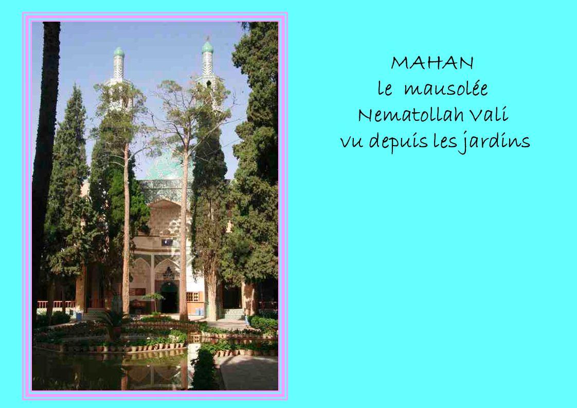 MAHAN le mausolée Nematollah Vali vu depuis les jardins
