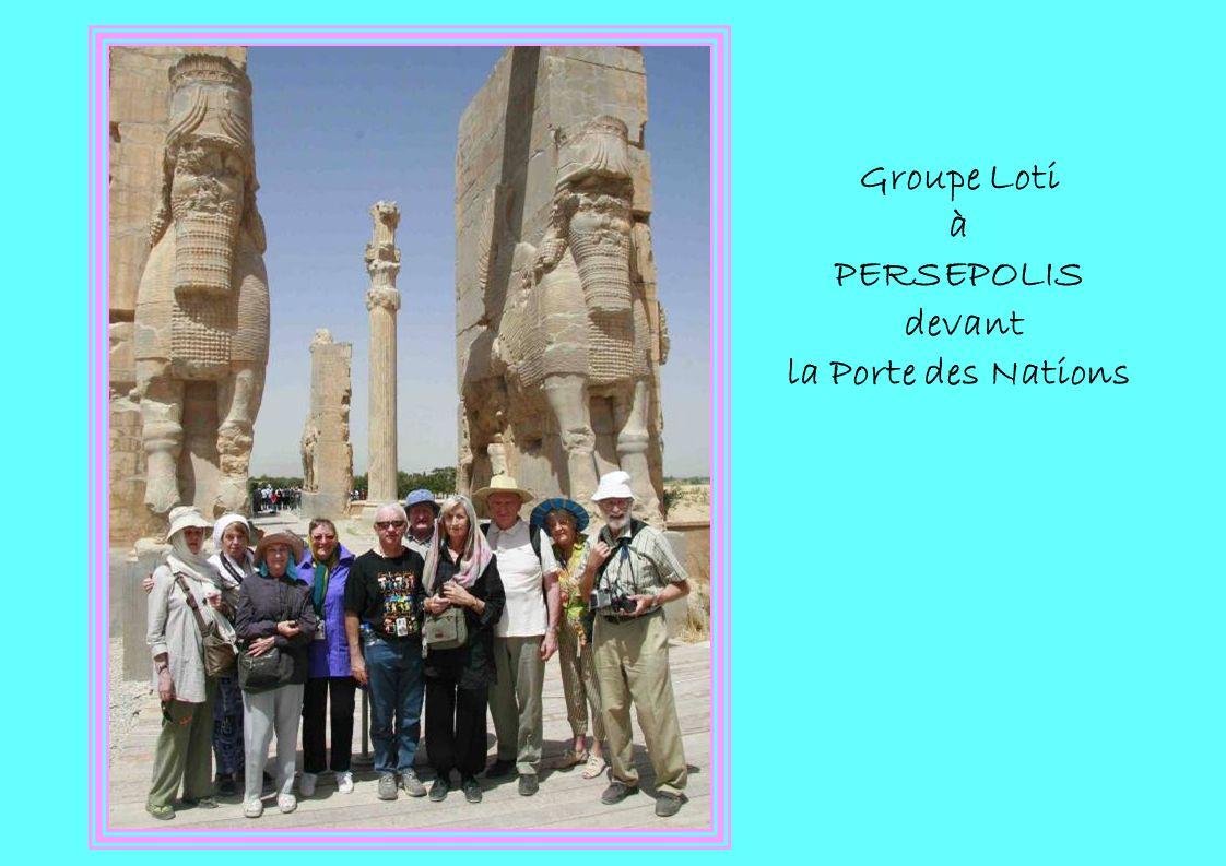 Groupe Loti à PERSEPOLIS devant la Porte des Nations