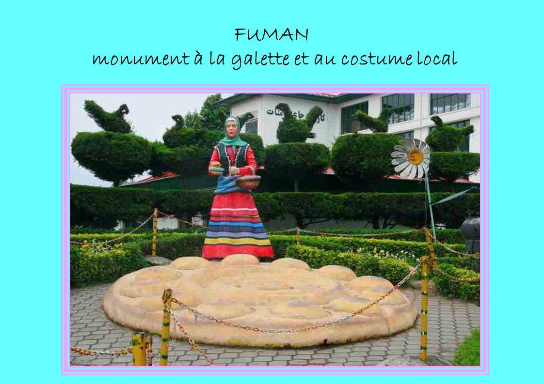 FUMAN monument à la galette et au costume local