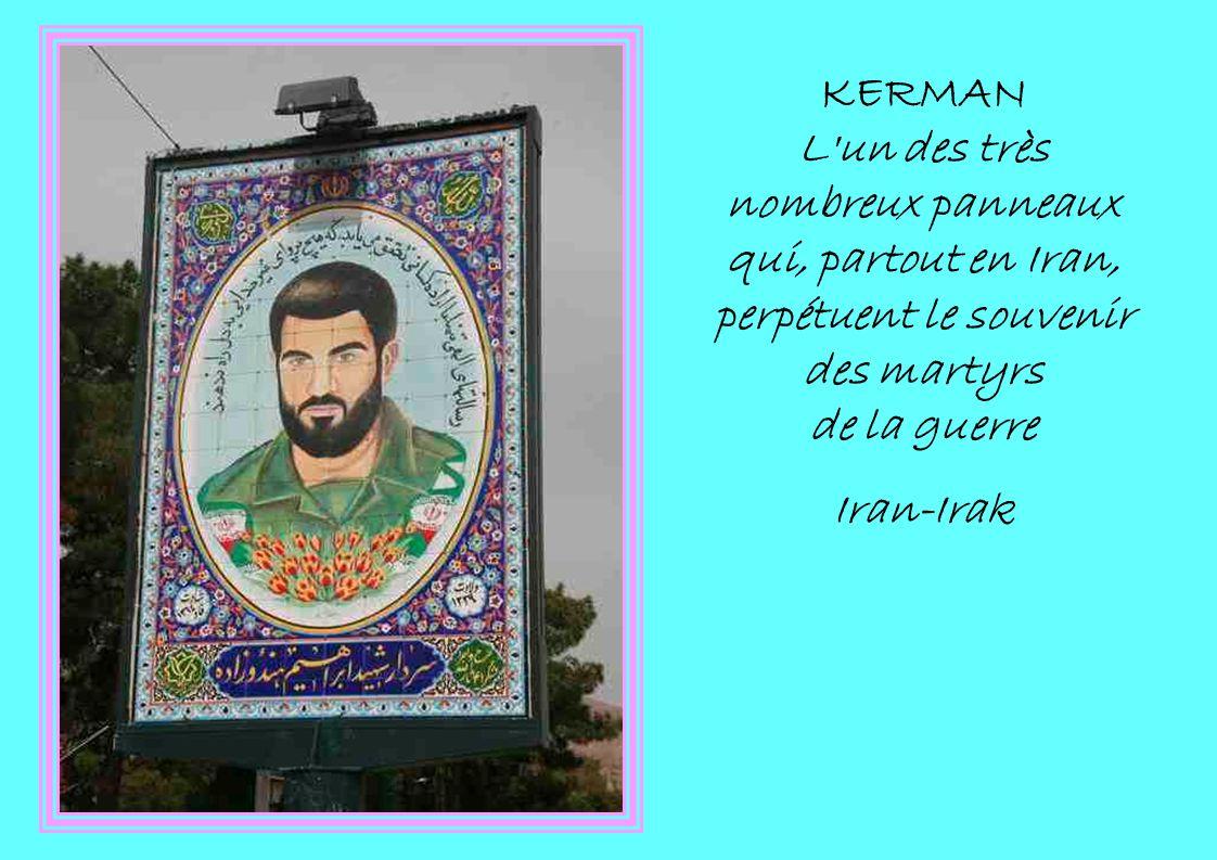 KERMAN L un des très nombreux panneaux qui, partout en Iran, perpétuent le souvenir des martyrs de la guerre Iran-Irak