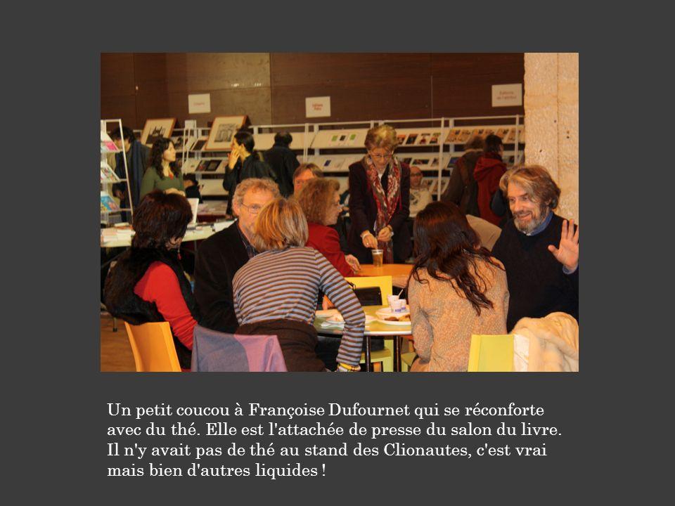 Un petit coucou à Françoise Dufournet qui se réconforte avec du thé