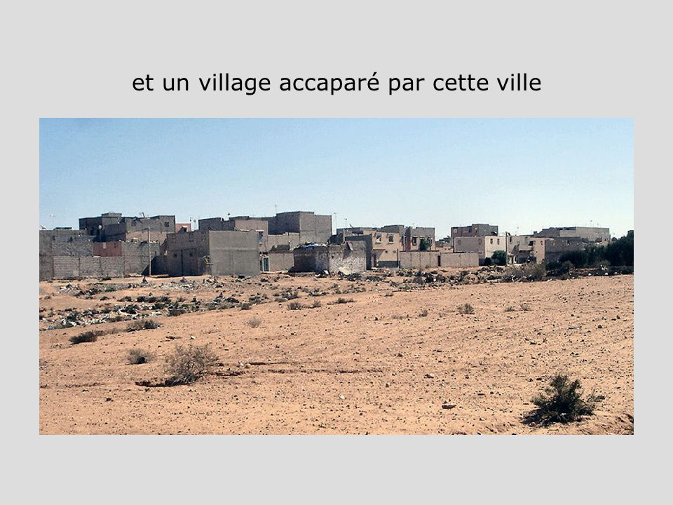 et un village accaparé par cette ville