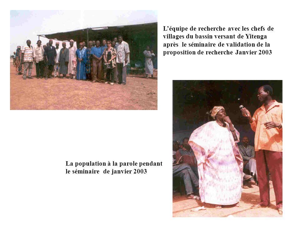 L'équipe de recherche avec les chefs de villages du bassin versant de Yitenga après le séminaire de validation de la proposition de recherche Janvier 2003
