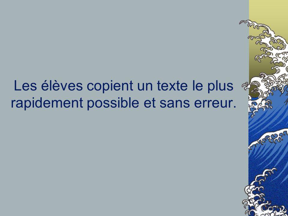 Les élèves copient un texte le plus rapidement possible et sans erreur.