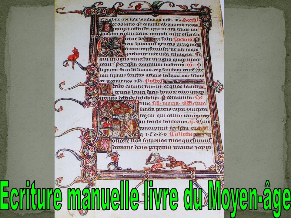 Ecriture manuelle livre du Moyen-âge