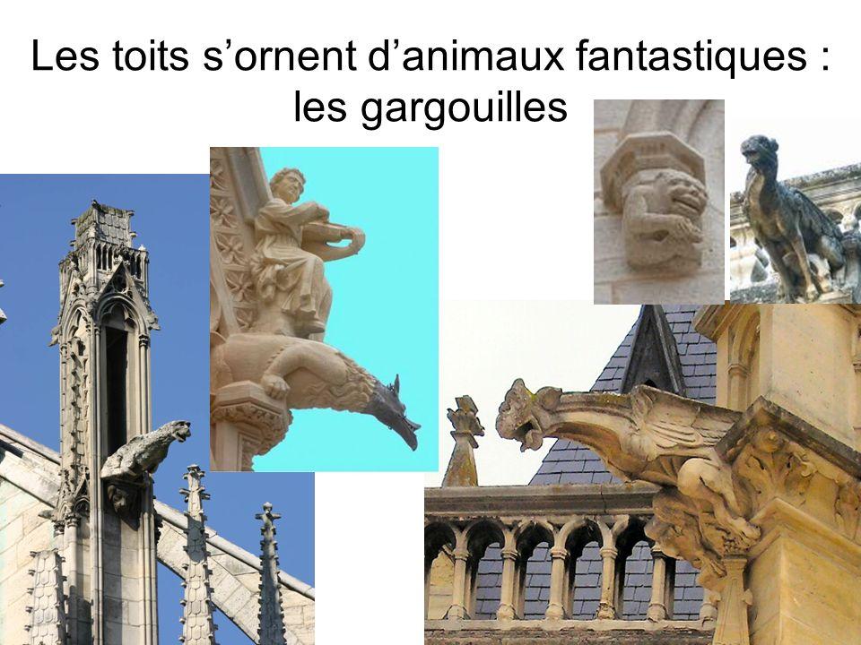 Les toits s'ornent d'animaux fantastiques : les gargouilles