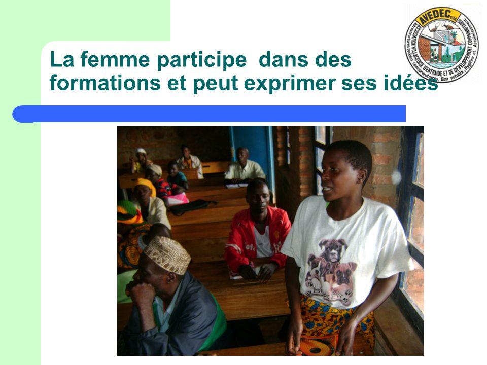 La femme participe dans des formations et peut exprimer ses idées