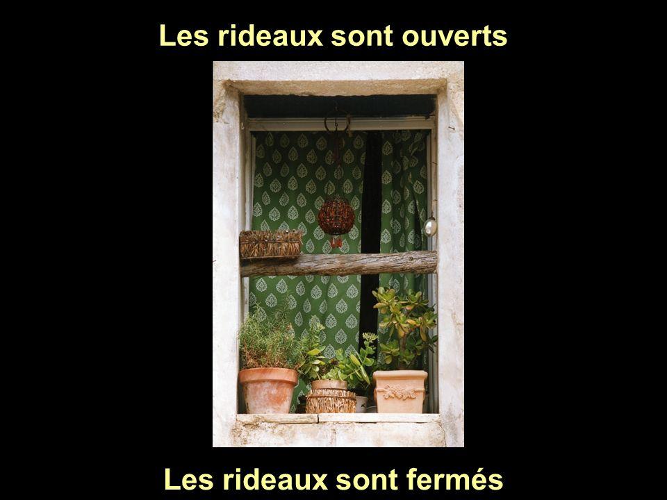 Les rideaux sont ouverts Les rideaux sont fermés